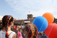 Armenians celebrate Independence Day at Yerevan's Republic Square