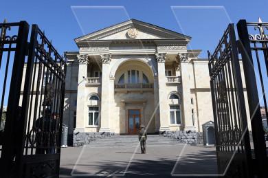 За воротами резиденции на Баграмяна 26