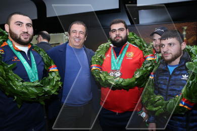 Armenia's weightlifting champion, runner-up receive hero's welcome at Zvartnots Airport