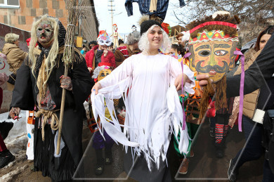 Teghenik residents celebrate Great Barekendan with dances, songs and a carnival