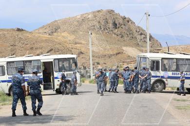 Խոր Վիրապ վանքի տարածքում ավտոերթին ընդառաջ բազմաթիվ ոստիկաններ էին բերվել