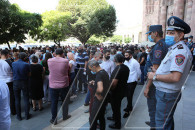 Protesting citizens demand a meeting with Armenian PM