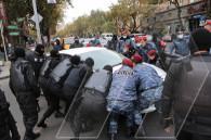 Երևանում խաղաղ անհնազանդության ակցիաների մասնակիցներին ոստիկանության բաժիններ տարան