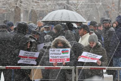 Բողոքի ակցիա դատարանի դիմաց. «Շուշին ազատագրողներին դատում են Շուշին հանձնողները»