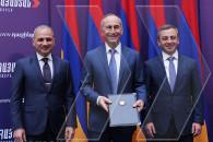 «Հայաստան» դաշինքի հռչակագրի ստորագրմամբ սկիզբ դրվեց ՀՀ երկրորդ նախագահ Ռոբերտ Քոչարյանի, ՀՅԴ և «Վերածնվող Հայաստան»-ի  համագործակցությանը