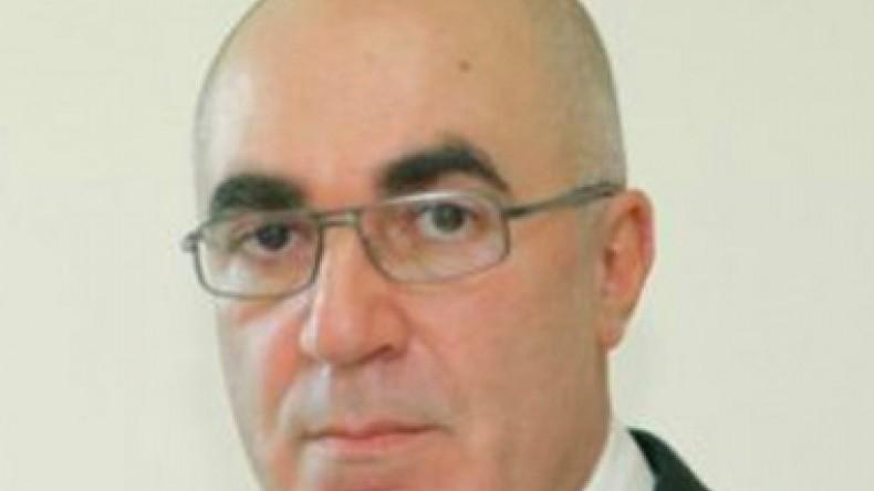 Уголовное дело завели на приморского депутата Артуша Хачатряна, пытавшегося  проехать через первомайскую демонстрацию 7f0bdf700c4