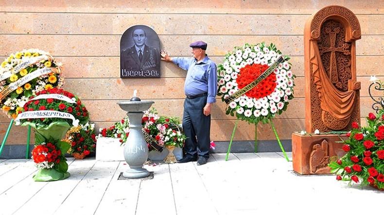 В Гюмри открыли памятник героически погибшему в апреле армянскому подполковнику Алексану Аракеляну