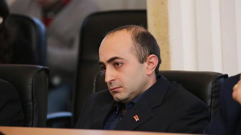 Уголовное дело об избиении депутата парламента НКР Айка Ханумяна прекращено