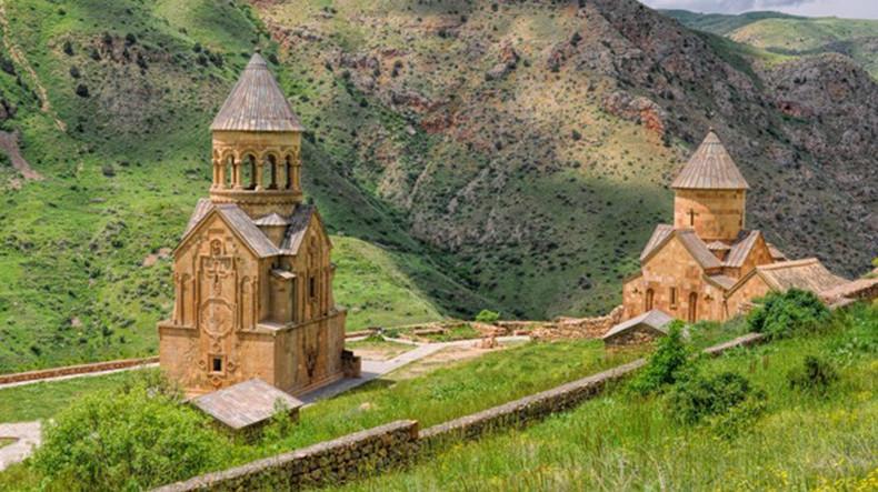 Испанский сайт: Армения поражает огромным количеством церквей, монастырей и храмов