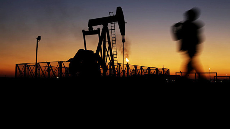 Мировые цены на нефть в пятницу демонстрируют негативную динамику