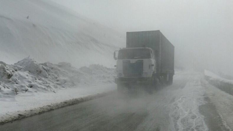 На ряде автодорог в Армении – снег и туман