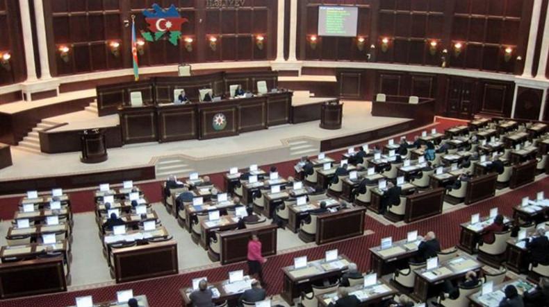 В парламенте Азербайджана потребовали пересмотреть отношения с Москвой из-за военного союза России и Армении