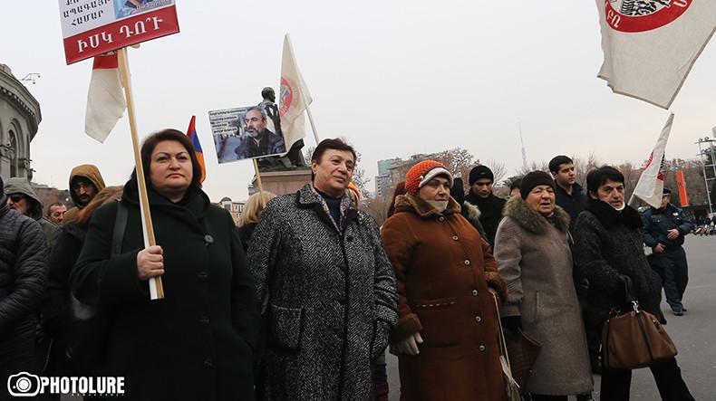 В Ереване состоялось шествие в поддержку группы «Сасна црер»