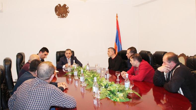 Губернатор Сюникской области Армении Ваге Акопян отчитал бизнесменов: хлеб в Горисе сразу же подешевел
