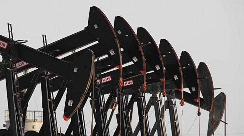Мировые цены на нефть растут на удешевлении доллара к мировым валютам