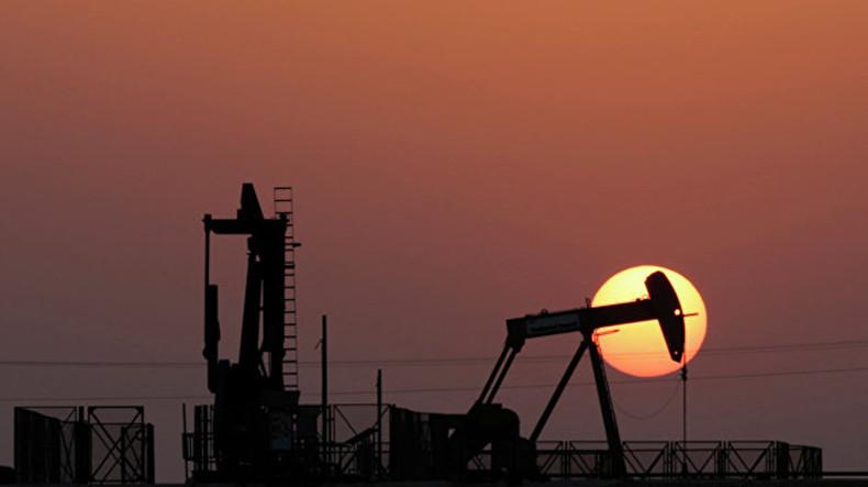 Мировые цены на нефть в понедельник растут на фоне расширения санкций США против Ирана