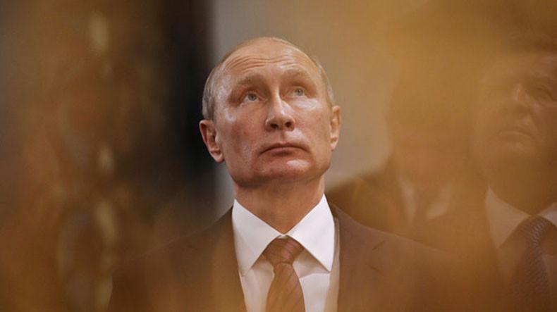 «Вроде всё знаю, но читать надо»: печальная исповедь Путина о нагоняющих сон книгах и справках