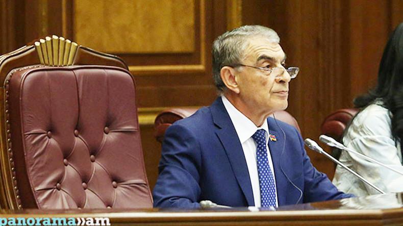 Депутаты парламента Армения минутой молчания почтили память жертв погромов армян в Сумгаите
