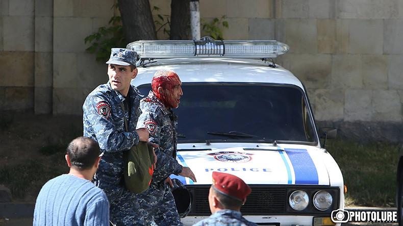 Митинг оппозиции в Ереване: состояние оного из трех пострадавших полицейских оценивается как тяжелое