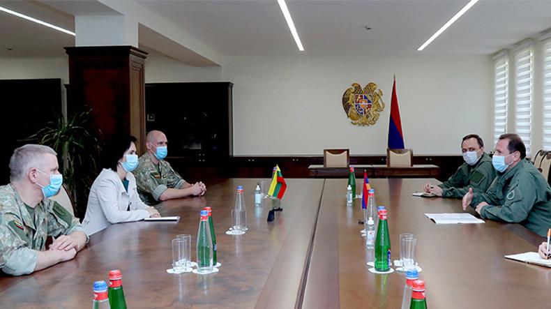 Давид Тоноян принял посла Литвы в Армении