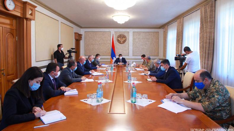 Президент Арцаха провел совещание по вопросам жилищного обеспечения офицеров Армии обороны