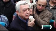 Սերժ Սարգսյանը շնորհակալություն հայտնեց դատարանի դիմաց հավաքված իր աջակիցներին