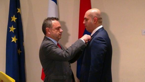 Արմեն Աշոտյանը պարգևատրվեց Ֆրանսիայի «Ակադեմիական արմավենիներ» շքանշանով