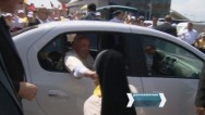 Citizens meeting Pope Francis at the airport