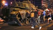 Военный переворот в Турции: армия заявила о захвате власти, закрыт Босфорский мост, парализована работа аэропорта Стамбула
