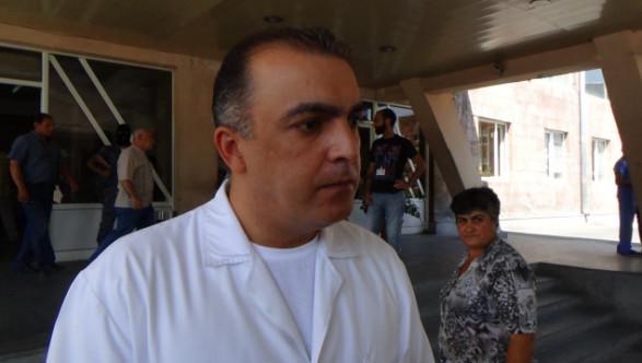 Исполнительный директор медцентра «Эребуни»: Состояние одного из полицейских медики оценивают как стабильно тяжелое