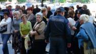Акция у здания правительства с требованием выплатить задолженность по зарплате