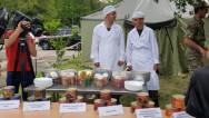 Ներկայացվեցին զինծառայողներին տրվող սնունդն ու հանդերձանքը