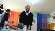 PM Pashinyan casts ballot in municipal elections