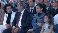 Նիկոլ Փաշինյանն ու Աննա Հակոբյանը դուստրերի հետ` Մայիսի 1-ին նվիրված տոնական համերգին